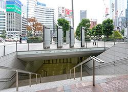 ②八重洲地下街への階段を下ります。