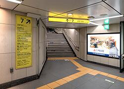 京橋駅7番出口をあがる
