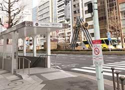 日本橋三丁目交差点、越前屋ビル2階