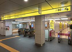 日本橋駅高島屋方面改札を出ます