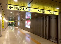 改札を出たらB3出口へ向かいます。